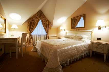 Dormer window curtain ideas home interior decorating - Dormer skylight best choice ...