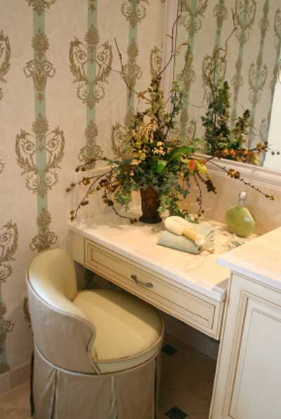 DIY practical tips - Changing wall color or wallpaper can be an ideal quick fix and instant makeover, no new cabinetry required, or expensive floor coverings, and you can make a statement with the walls, look at thsi great example of wallpaper with impact!