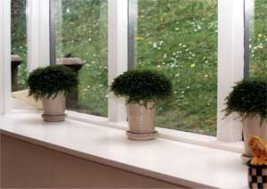 The houseplants in pots placed on the box windowsill provide pattern and a sense of rhythm.